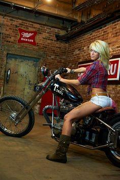 Lady Biker, Biker Girl, Triumph Bonneville, Chicks On Bikes, Pin Up, Motorbike Girl, Motorcycle Girls, Motorcycle Outfit, R80