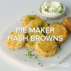Cooked in a Kmart pie maker, these easy, cheesy hash browns make a perfect breakfast or snack for big and little kids alike. Mini Pie Recipes, Potato Recipes, Vegetarian Recipes, Cooking Recipes, Healthy Recipes, Breville Pie Maker, Brunch Recipes, Breakfast Recipes, Dinner Recipes