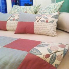 Pieceras – cojines | Categorias de los productos | Violeta Decoraciones Bed Runner, Quilted Pillow, Double Crochet, Cushion Covers, Bed Sheets, Quilt Patterns, Decoration, Pillow Cases, Sewing Projects