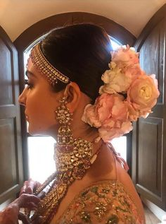 Anushka Sharma and Virat Kohli Wedding Wear - Bollywood Wedding, anushka sharma real wedding look Bridal Hairstyle Indian Wedding, Bridal Hair Buns, Wedding Bun, Bridal Hairdo, Indian Bridal Outfits, Indian Bridal Hairstyles, Bridal Photoshoot, Wedding Looks, Bride Hairstyles
