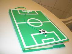 Cuaderno con cubierta de fútbol. Hecho en goma eva - Foam