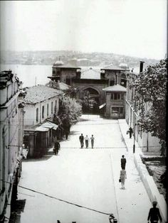 once upon a time in istanbul, Besiktas iskelesi . Pictures Of Turkeys, Old Pictures, Old Photos, Historical Pictures, Historical Sites, Istanbul Pictures, Turkey History, Old Photography, Istanbul Turkey