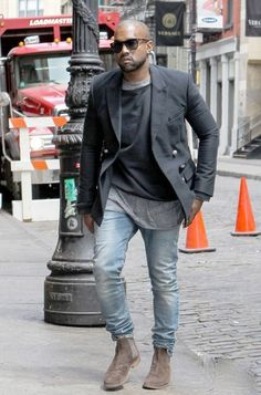 Kanye West é um adepto das Chelsea Boots. Sempre muito estiloso.