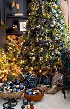 Green and Blue Plaid Christmas Trees Diy Exterior Christmas Decorations, Blue Christmas Decor, Tartan Christmas, Decoration Christmas, Christmas Tree Themes, Country Christmas, Christmas Diy, Merry Christmas, Simple Christmas