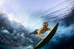 Catch a wave in #Fiji #Surfing Inspiring Photography, Sport Photography, Stunning Photography, Photography Ideas, Nature Photography, Underwater Photography, Underwater Pictures, Underwater Life, Caption