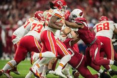 Kansas City Chiefs running back Jamaal Charles (25) broke through the Arizona Cardinals defense for a first quarter, 63-yard touchdown run in NFL action on December 7, 2014 at University of Phoenix Stadium in Glendale, AZ. The Chiefs lost 17-14.