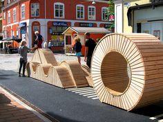 """Nu är den invigd! På Karl-Oskardagarna i augusti invigdes """"lekfulla gatan"""", med serpentinmöbeln ritad av 02landskap. Uppdragsgivare: Växjö kommun, Tekniska Förvaltningen"""