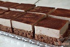 Talán furán hangzik, de a krémes csokoládés kísértés a többi süteményhez képest gyorsan elkészül. Ehhez persze nem árt előző nap elkezdeni készülődni. Egész egyszerűen a habtejszínben feloldjuk a csokoládét, és egy éjszakán át hűtjük. Ha ezzel megvagyunk, akkor a másnapi sürgés-forgás a konyhában már igazán gyorsan megy! A tésztát megsütjük, a krémmel megkenjük, tetejét pedig kakaóval megszórjuk. A végeredmény egy pompás, puha, kakaós, krémes finomság. Szerző: Petra