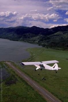 tailwheel travels airplanes