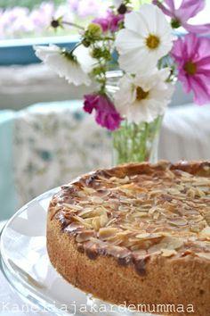 Maukas omenapiirakka   Kanelia ja kardemummaa Fika, Sweet Tooth, French Toast, Goodies, Food And Drink, Keto, Cupcakes, Breakfast, Desserts