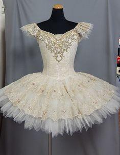 Tutu Ballet, Ballerina Dress, Ballet Dancers, Swan Lake Costumes, Tutu Costumes, Anna Tutu, Ballet Russe, La Bayadere, Ballet Clothes