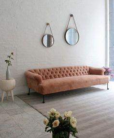 The tufting on this pink velvet sofa from BDDW makes a sophisticated statement - Designer Obsession: Pale Pink Sofa Rosa Sofa, Home Interior, Interior Design, Home Decoracion, Pink Sofa, Orange Sofa, Living Spaces, Living Room, Piece A Vivre