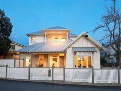 Corrugated iron edwardian house exterior with balcony & decorative lighting - House Facade photo 161547