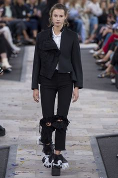 Preen by Thornton Bregazzi Spring 2017 Ready-to-Wear Fashion Show