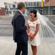 Elvis, hamburguesas y Las Vegas: las geniales fotos de la boda de Lily Allen y David Harbour te devolverán la fe en el amor. Dior Wedding Dresses, Celebrity Wedding Dresses, Wedding Dress With Veil, Wedding Dress Trends, Celebrity Weddings, Famous Wedding Dresses, Elvis Impersonator, Dior Dress, Dress Lace