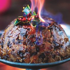 Christmas Pudding Dried Fruit, Pecans, Ginger, Rosemary, Bourbon and Golden Syrup Jamie Oliver Traditional Christmas Pudding Recept voor Kerstmis 2018 Xmas Food, Christmas Sweets, Christmas Cooking, Traditional Christmas Pudding Recipe, English Christmas Pudding, Traditional Christmas Dinner, Xmas Pudding, Gateaux Cake, Avocado Pudding