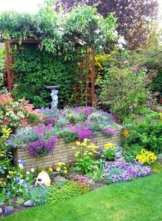 lovely garden, great way to block out something unsightly or add privacy