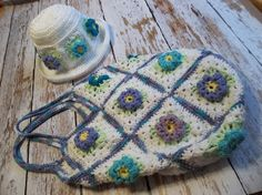 Free Pattern for pretty summer bag.