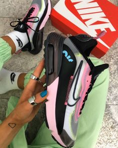 Sneakers Fashion, Fashion Outfits, What A Girl Wants, Golf Bags, Me Too Shoes, Fashion Beauty, Kicks, Cute Outfits, Footwear