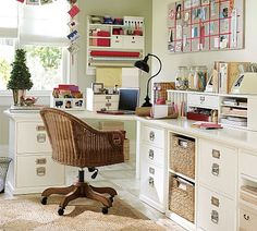 American classic home office by Pottery Barn. At once workspace, craft central and inspiration zone, this home office is the perfect blend of function and fun. Home Office Design, Home Office Decor, Home Decor, Office Ideas, Office Designs, Cottage Office, Cottage House, Tiny House, Room Ideias