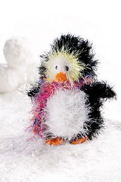 Chills Penguin free crochet pattern - this is so cute!!! @theresahayes Owen would love this!