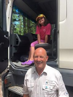 Ranger Butch is 'King of the Kids' as snapped by the lovely Amanda B on tour recently  #fraserexplorer #fraserisland #queensland #australia www.fraserexplorertours.com.au