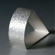 Napkin Ring Based on the sunlight bounching of the water on Loch Lomond, Rebecca-Anne napkins ring combine traditional techniques and contemporary design.