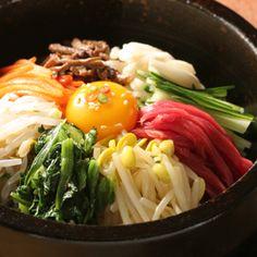 Korea's famous Bimbimbap, wanna have some of this as of the moment...yayks...    credits:http://www.arirang.com.hk