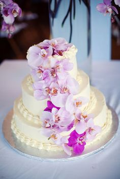 Who doesn't love a confectionary masterpiece with cascading flowers? Jenelle Kappe Photography