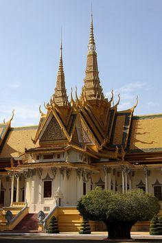 evysinspirations:    cambodia (by Retlaw Snellac)    Phnom Penh.