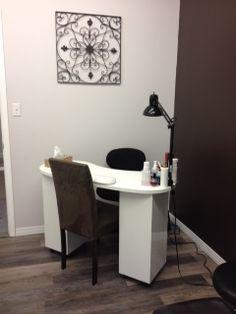Home nail salon decor ideas Manicure Station, Nail Station, Basement Remodel Diy, Basement Remodeling, Basement Ideas, Home Nail Salon, Salon Nails, Laminate Tile Flooring, Basement Living Rooms
