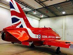 Arrow 1, Raf Red Arrows, Airplane Crafts, Air Machine, Air Planes, Royal Air Force, Homeland, Aircraft, Wings