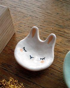 """Petite coupelle à bijoux """"Mon Lapin Blanc"""" oMamaWolf modelage en porcelaine froide"""