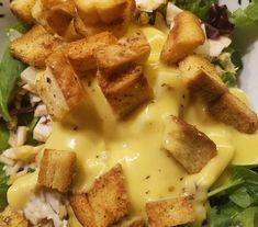Σαλάτα πράσινη ανάμεικτη με πολύ νόστιμη σπιτική σως !!! Κοτόπουλο Κρουτον Γραβιέρα Ντοματινια Καλαμπόκι Σως 3 κουτ.Μαγιονέζα 1 κουτ Μουστάρ...