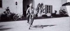 Albert Einstein: Viața este ca mersul pe bicicletă. Top al citatelor depre bicicletă - Sport Profit