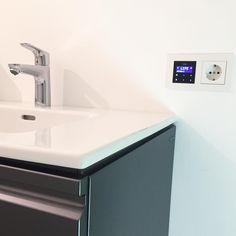 Warmes Wasser ✔️ Heizung funktioniert ✔️ Musik läuft ✔️ . Schön langsam wird's ja! .  #bathroom  #bathroomdesign  #bathroomdecor  #home  #instahome  #interior  #interiors  #interiør  #architecture  #hausbau2018  #umbau  #bathroominspo  #baustelle  #fixerupper  #construction  #homeimprovement  #bad  #badezimmer  #radio  #radiosystem  #solebeich  #waschtisch  #waschbecken  #minimalism  #minimalismus  #lebeninderburg