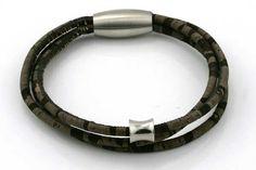 Håndlavet armbånd i ægte kork med rustfri stål lås og led Virkelig lækkert materiale, og super let at have på, vejer næsten ingenting