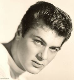 Young Tony Curtis       -via ioweyoum-tin