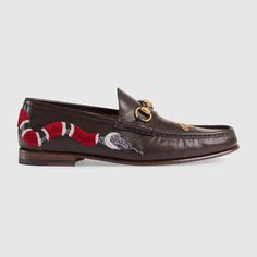 GUCCI Leather loafer with Kingsnake - brown leather. Mens Moccasins Loafers, Leather Moccasins, Leather Loafers, Loafers Men, Men's Shoes, Dress Shoes, Gucci Shoes, Mens Designer Loafers, Modern Mens Fashion