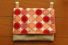 ポケットのない服でも大丈夫♪通学定番アイテム「移動ポケット」の作り方まとめ Love Craft, Cloth Bags, Bag Accessories, Diy And Crafts, Sewing Projects, Coin Purse, Pouch, Miniatures, Embroidery