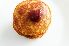 These oatmeal pancakes take 10 minutes to make using basic healthy ingredients you have in your pantry! Healthy and easy breakfast for kids and grown-ups! Healthy Breakfast Recipes, Healthy Recipes, Diabetic Breakfast, Yogurt Recipes, Eat Breakfast, Healthy Meals, Healthy Eating, Easy Smoothie Recipes, Easy Smoothies