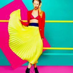 colour blocking, with a feminine pose but a masculine mood the perfect picture is created Foto Fashion, Fashion Shoot, Fashion Art, Editorial Fashion, High Fashion, Fashion Design, Fashion Trends, Urban Fashion, Fashion Colours