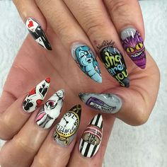 There are 65 newest and creative halloween nail art designs Hope they can inspire you and read the article to get the gallery. There are 65 newest and creative halloween nail art designs Hope they can inspire you and read the article to get the gallery. Halloween Nail Designs, Halloween Nail Art, Cute Acrylic Nails, Fun Nails, Alice In Wonderland Nails, Disney Nails, Manicure E Pedicure, Super Nails, Creative Nails