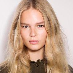 Girl Crush: Anna Ewers Anna Ewers, Spring Hairstyles, Trendy Hairstyles, Braided Hairstyles, Hairstyles Haircuts, Long Red Hair, Thin Hair, Hair Strand, Hair Type