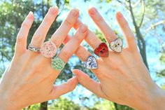 MaKe BuTToNS iNTo RiNGS!
