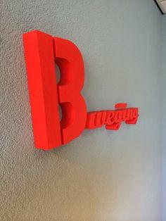 Piepschuim letters en logo in kleur gespoten Landline Phone, Door Handles, Letters, 3d, Logo, Logos, Fonts, Letter, Door Knobs