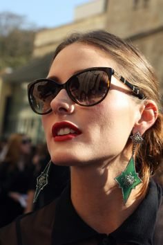 Statement earrings and subglasses, what else could you possibly need. Olivia Palermo