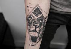 lion head tattoo by @trudy_nyc
