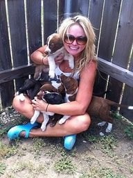 Miranda Lambert rescues more PUPS! A litter of 6 abandoned German short-haired pointer puppies in OK.