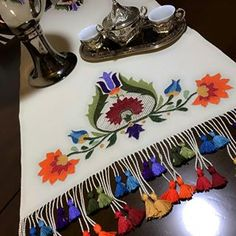 Fotoğraf açıklaması yok. Hand Embroidery Patterns, Cross Stitch Embroidery, Stitch Games, Free To Use Images, Sewing Techniques, Crochet Stitches, Needlework, Diy And Crafts, Weaving